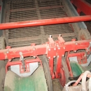 3433 Kverneland UN2200 potato harvester 2 row