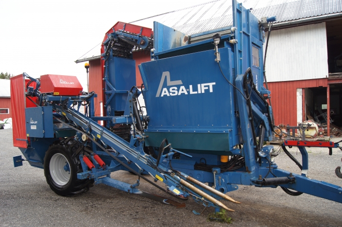 4166 Asa-Lift T-130B carrot harvester with bunker