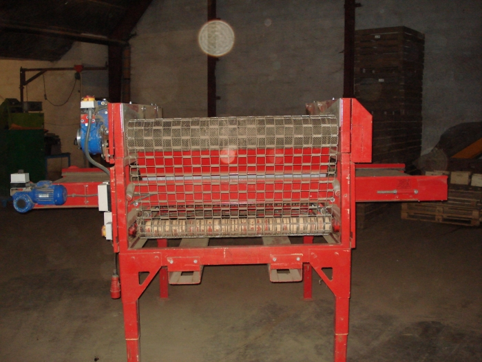 3023 TONG screen grader 1200 mm with reversible cross conveyor