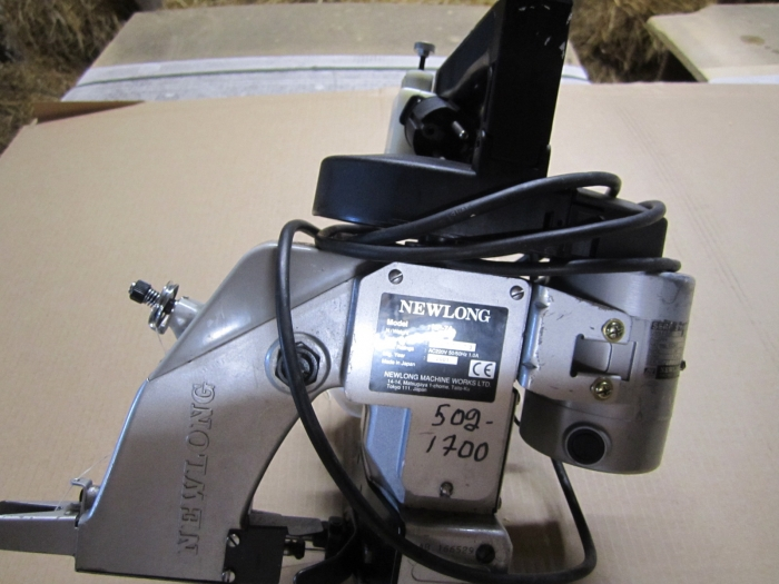 3282 NEWLONG sewing machine hand model in new condition