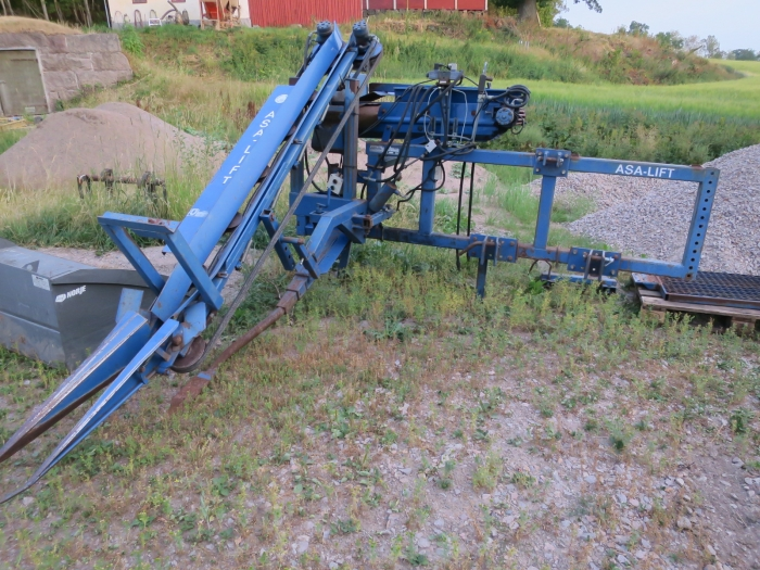 4837 Asa-Lift harvester for bunch carrots