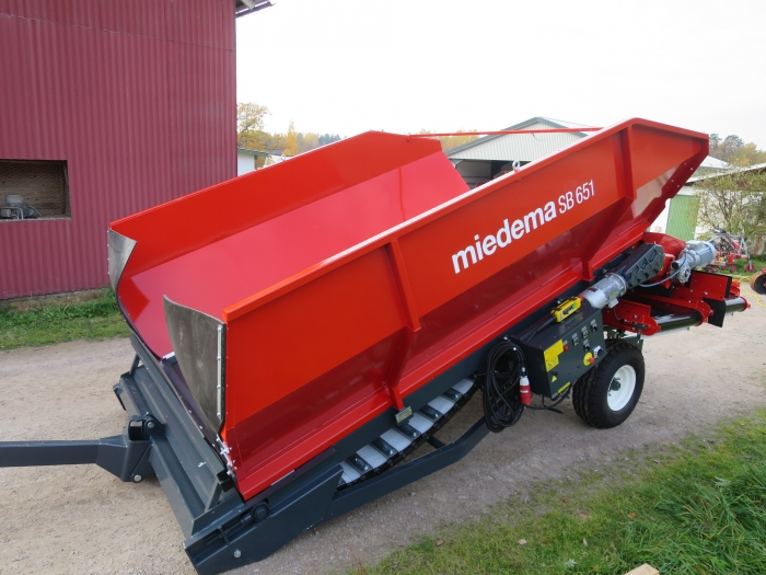 4896 Miedema SB651 receiving hopper
