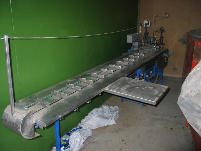 3053 Pak Tyer bunching machine for carrots, radish roses etc