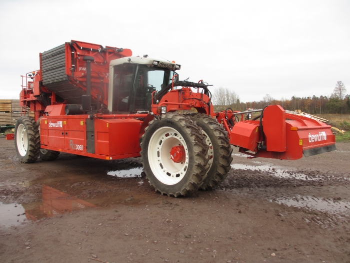 3792 Dewulf RCE 2 row selfpropelled potato harvester