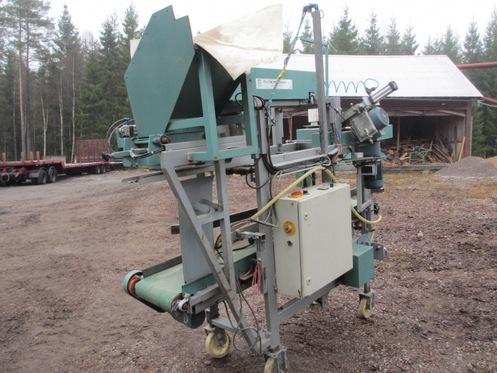 3806 Propak JN potato bagger with sewing line