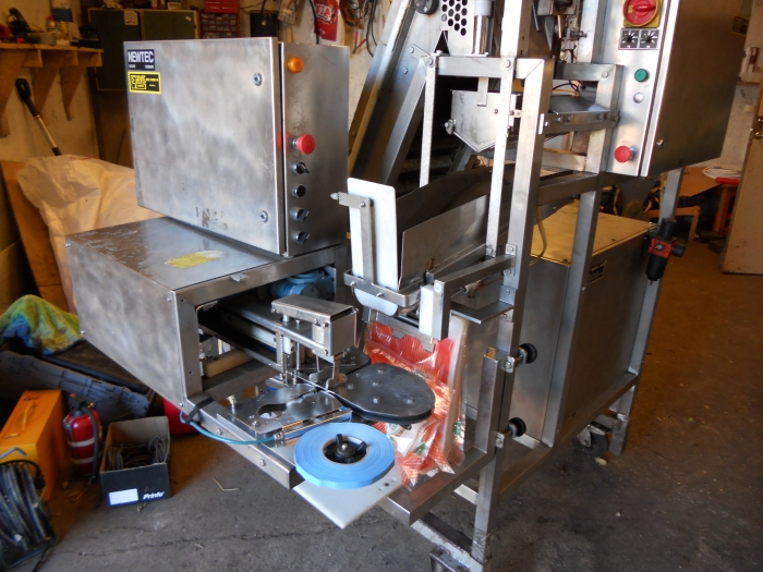 3324 NEWTEC G30A carrot weigher and packing unit
