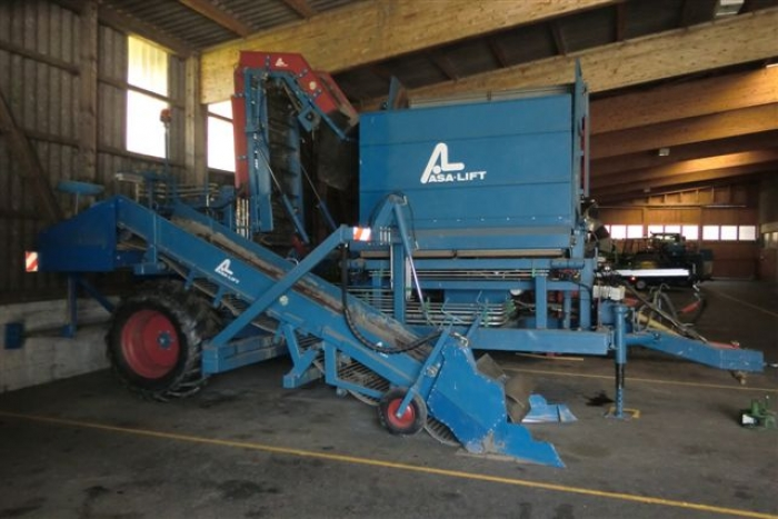 3298 ASA-LIFT onion loader with bunker