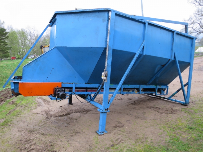 4071 EMVE bunker with conveyor
