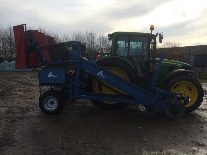 4095 Asa-Lift sharelift mounted carrot harvester