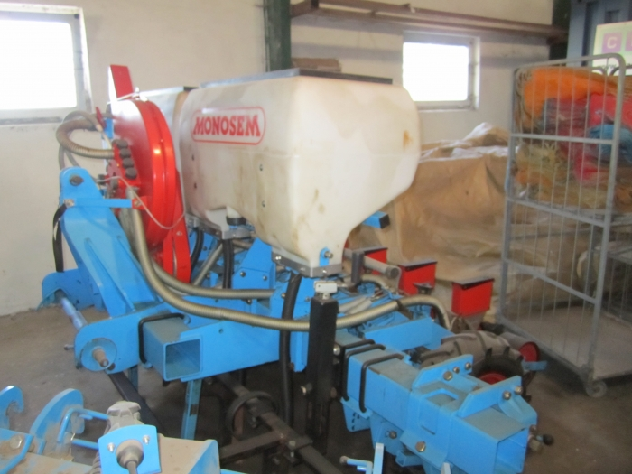 3335 Monosem onion seeder 5 rows