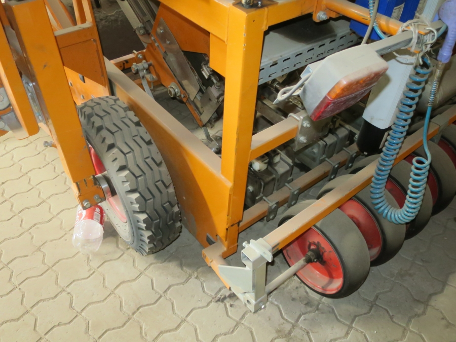 4524 Regero planting machine for plastic