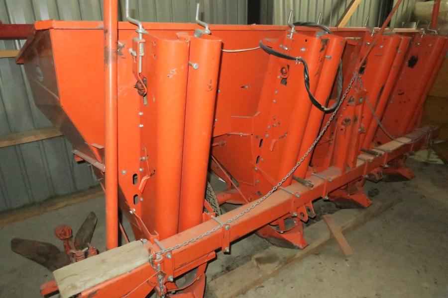 4528 Underhaug 4 row potato planter