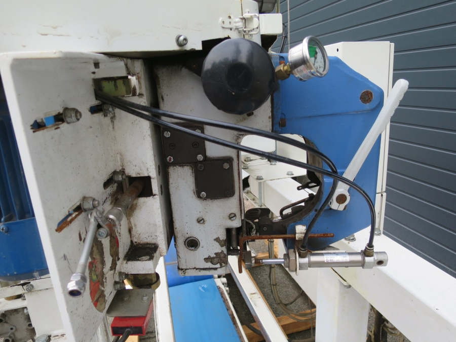 4890 Pacepacker TBC paper bagger with stitcher