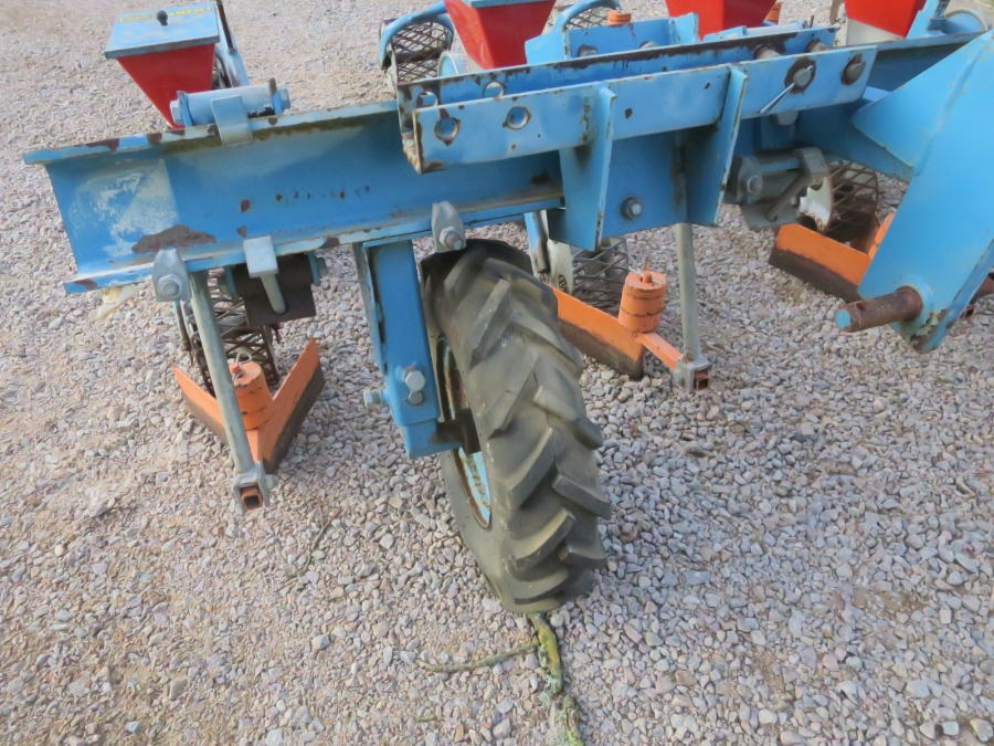 5109 Nibex 300 precision seeder 5 row