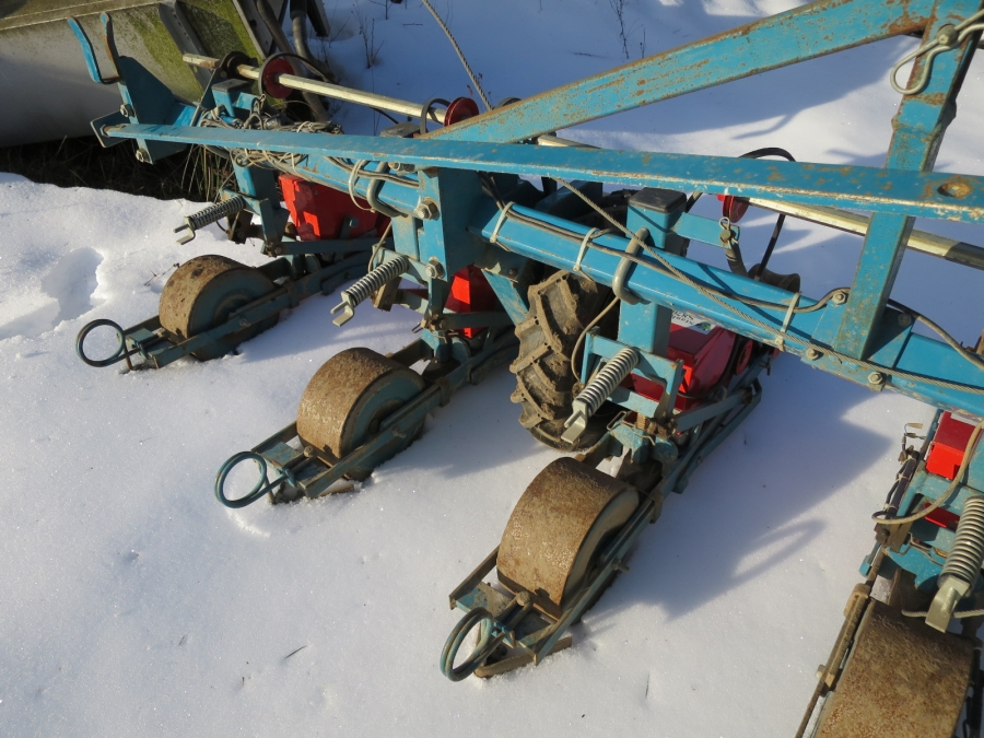 4021 Stanhay precision seeder 9 row S870