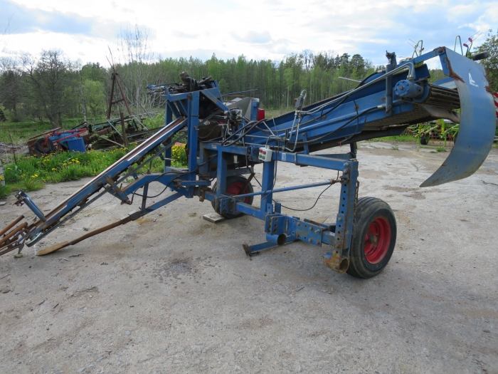 4105 Asa-Lift combi mini carrot harvester 1 row with roller table
